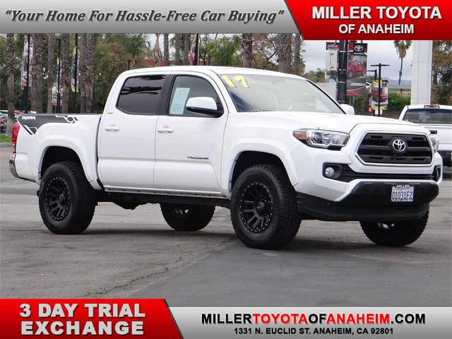 Certified Pre-Owned 2017 Toyota Tacoma SR5* BRAND NEW HI-TECH ALLOYS AND ALL TERRAIN TIRES.